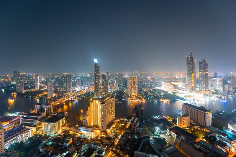 Bangkok cityscape fr?n b?sta sikt med floden royaltyfria bilder
