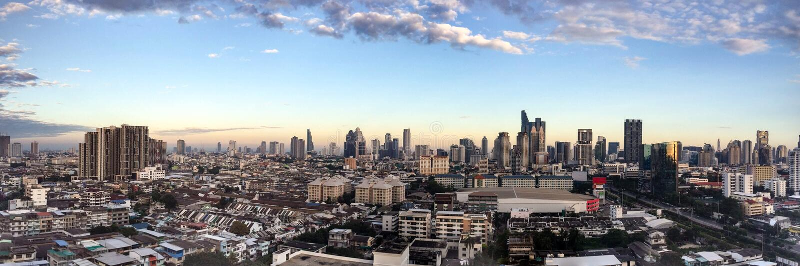 Bangkok cityscapes panorama, skyskrapa, solskenmorgon, Thail royaltyfri fotografi