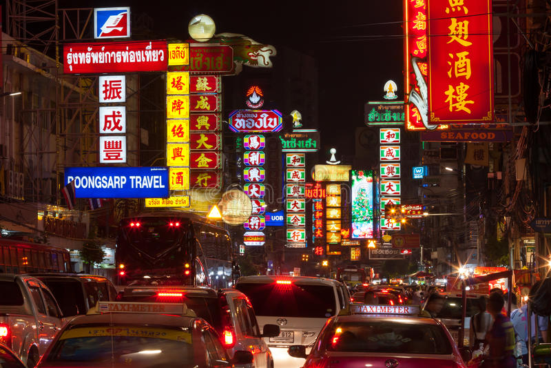 BANGKOK - DECEMBER 31: Busy Yaowarat Road in the night on December 31, 2014 in Bangkok. Yaowarat Road is a main street in Bangkok royalty free stock images