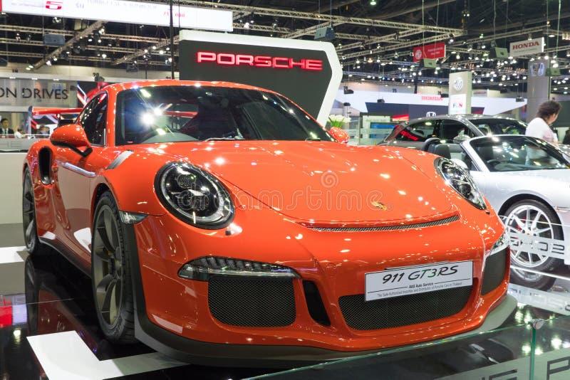 BANGKOK - 10. Dezember 2015: Porsche-Superauto auf Anzeige am Th stockbild