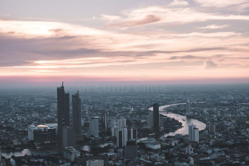 Bangkok för flyg- sikt horisont från Mahanakorn byggnad i Bangkok, Thailand royaltyfria bilder