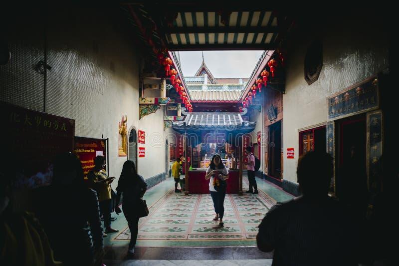 Bangkok - 2 febbraio: La gente va fare il merito al tempio di Leng NEI Yi nel festival cinese del nuovo anno per fortuna il 2 feb fotografie stock