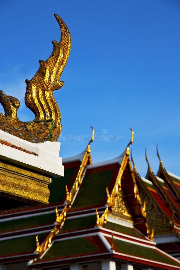 bangkok i suddigheten för färger för kors för tempelThailand abstrakt begrepp royaltyfria bilder