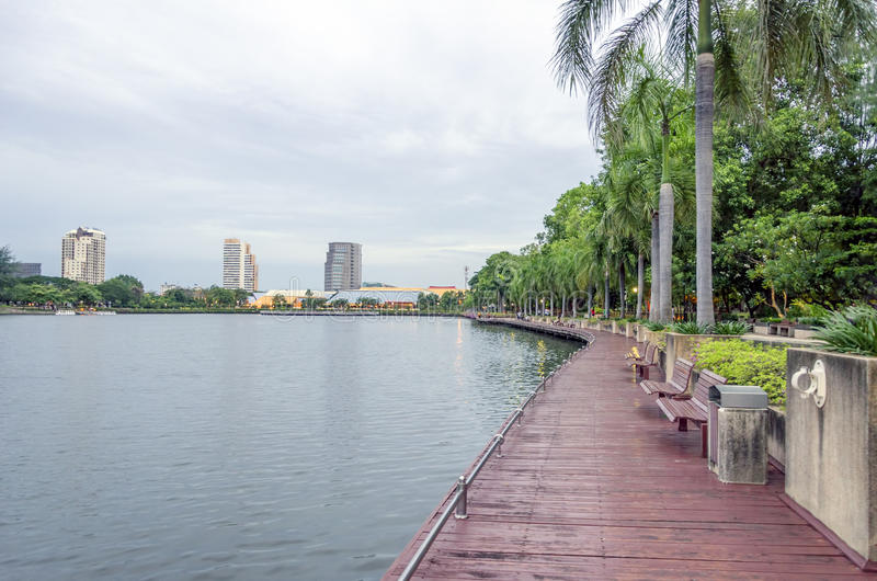 BANGKOK - 19 juli: de mening van benjakittipark, benjakittipark is stock afbeelding