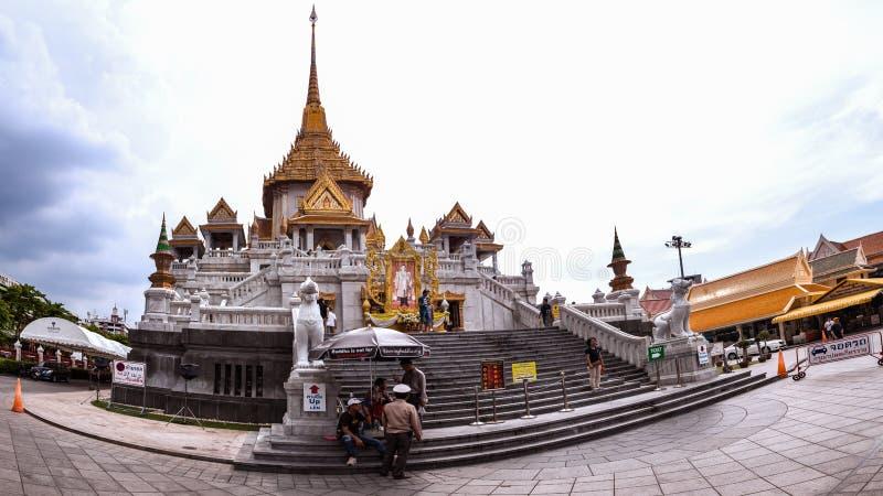 BANGKOK - Maj 24: Den guld- Buddhatemplet namnger Wat Traimitr och Pr royaltyfri bild