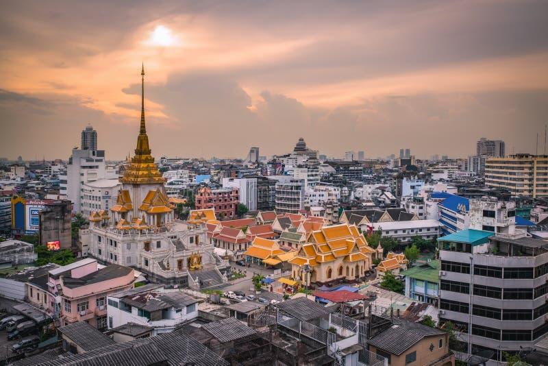 BANGKOK - Maj 24: Templet namnger Wat Traimitr och Pra Maha Mondop, royaltyfri bild