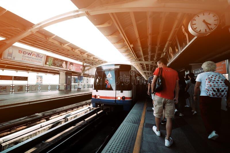 Bangkok skytrain stacja, Bangkok, Tajlandia, Lipiec 15,2019 zdjęcie stock