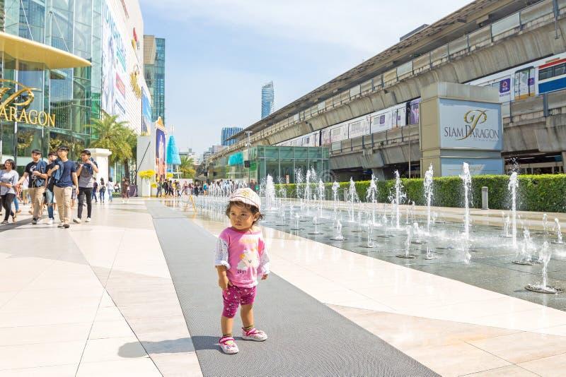 Bangkok stadssikt av den Siam Discovery och Siam förebilden royaltyfri bild