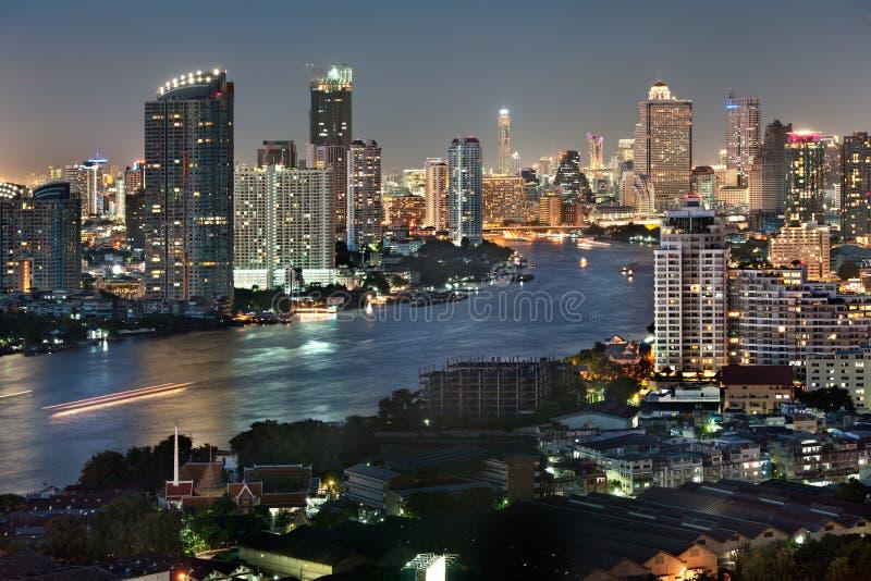 bangkok stadsskymning royaltyfria foton