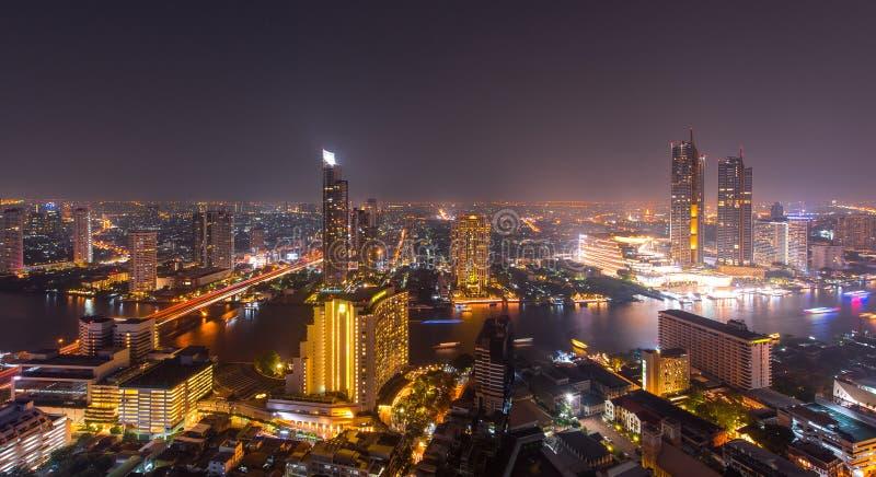 Bangkok-Stadtbild von der Draufsicht mit Fluss lizenzfreie stockfotos