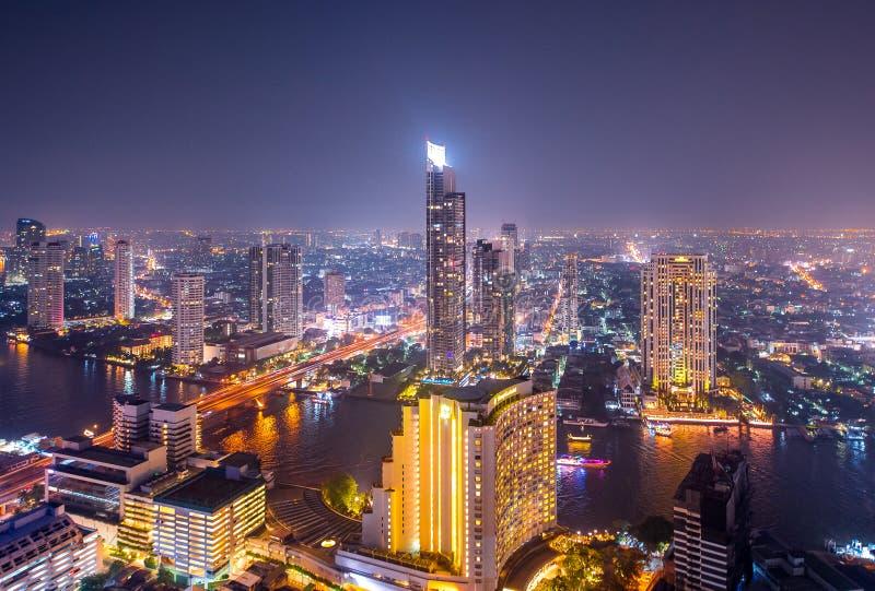 Bangkok-Stadtbild von der Draufsicht mit Fluss stockfoto