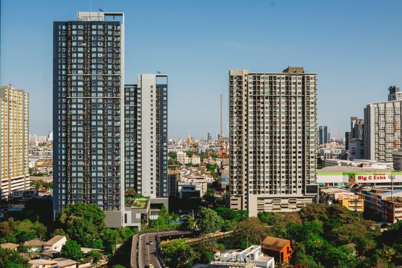 Bangkok-Stadtbild von verschiedenen Bürogebäuden lizenzfreie stockfotografie
