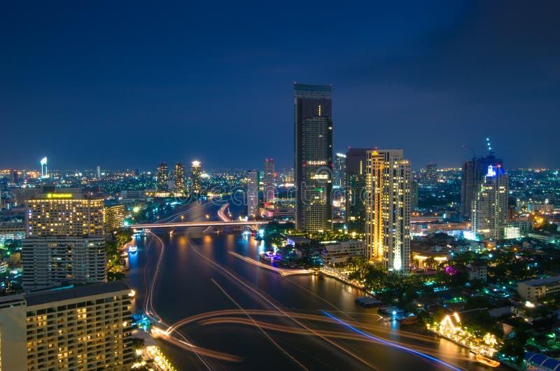 Bangkok-Stadtvogelperspektive in der Dämmerung stockfotos