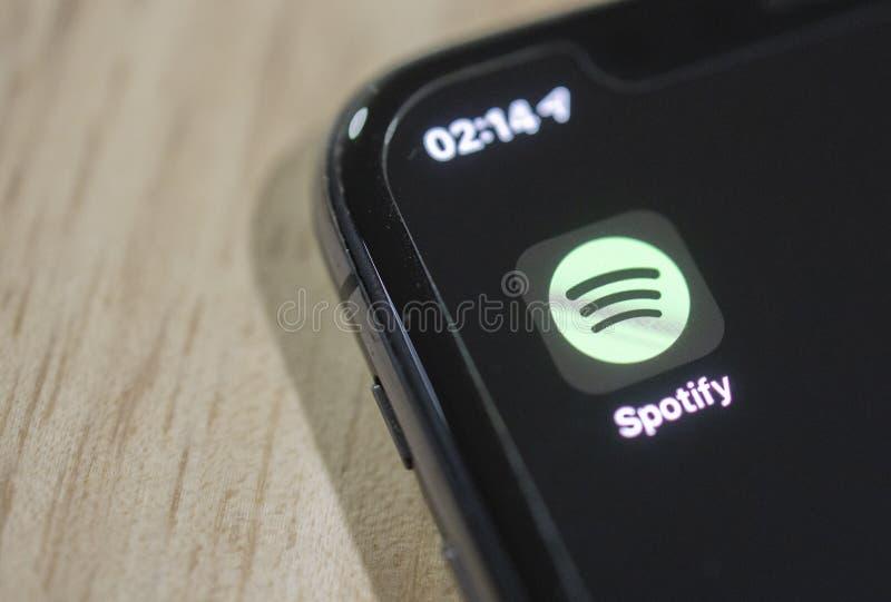 BANGKOK, TAILÃ'NDIA - 12 DE AGOSTO:Spotify aplicativo na tela do telefone em 12 de agosto de 2019 foto de stock royalty free