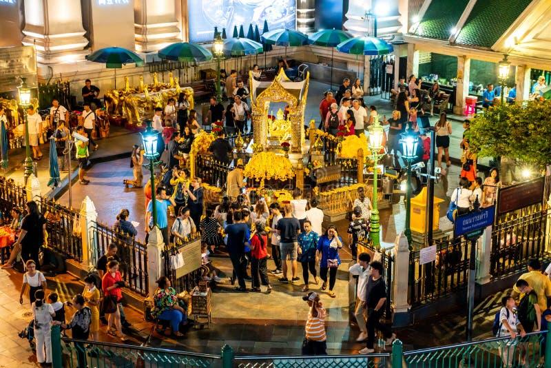 BANGKOK, TAILANDIA - 9 AGOSTO 2018: Santuario di Erawan il 18 settembre I turisti fanno un merito al santuario di Erawan alla giu fotografie stock
