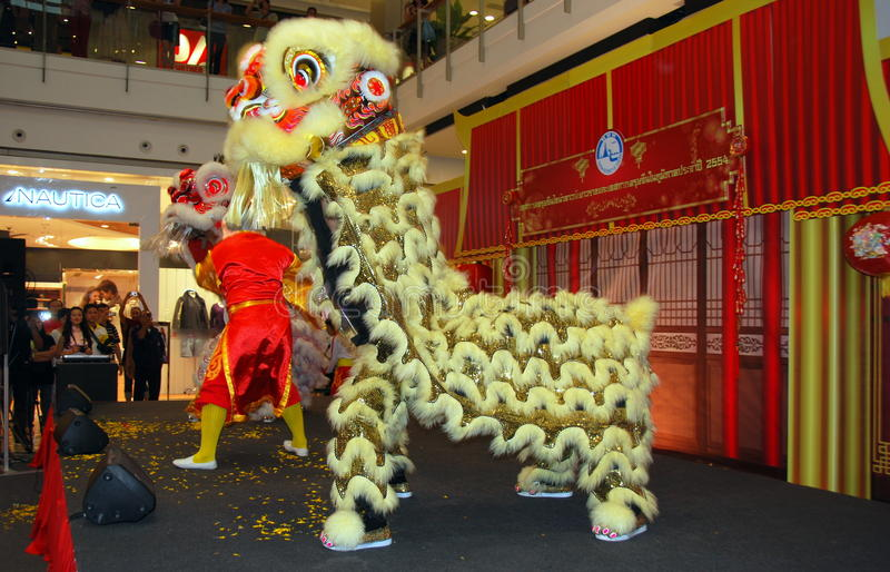 Bangkok, Tailandia: Bailarines del león imágenes de archivo libres de regalías