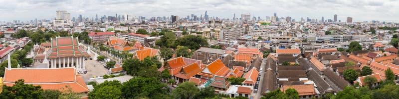 Bangkok, Tailandia - circa septiembre de 2015: Panorama de Wat Saket y de Bangkok de la montaña de oro, Tailandia fotos de archivo