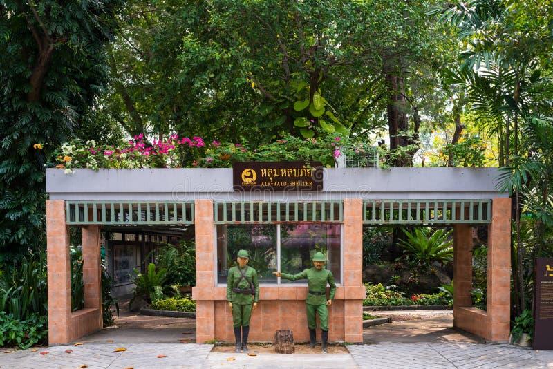 Bangkok, Tailandia - 13 de abril de 2014: Refugio ?rido del aire en parque zool?gico del dusit Este refugio tailand?s del ataque  foto de archivo libre de regalías