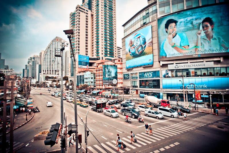 Bangkok, Tailandia 3 de agosto de 2014 Tráfico a lo largo de a imagenes de archivo