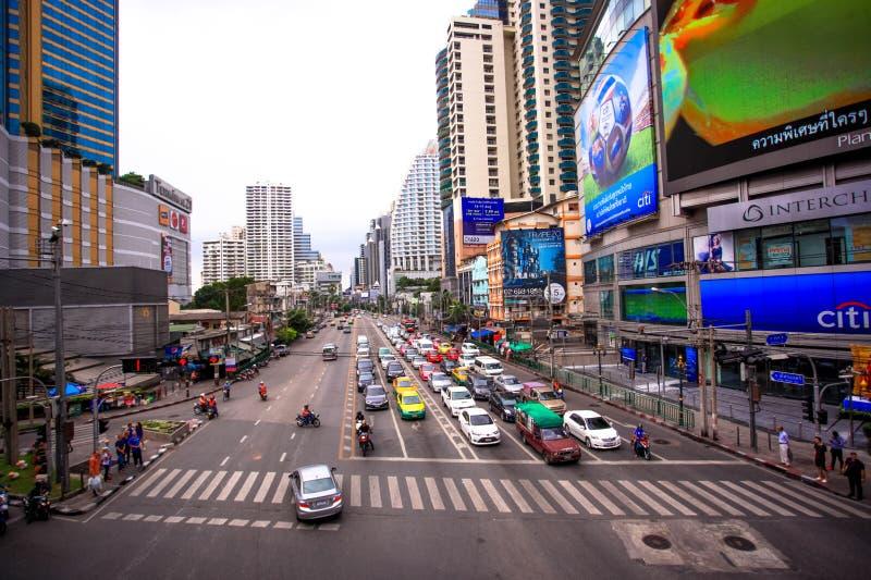 Bangkok, Tailandia 3 de agosto de 2014 Tráfico a lo largo de a foto de archivo libre de regalías