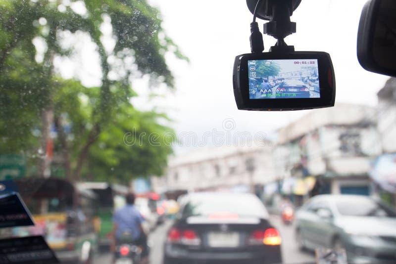 BANGKOK, TAILANDIA - 8 DE AGOSTO DE 2017 Vea dentro del coche con el registrador del coche del CCTV en el camino en Bangkok Bangk imagen de archivo libre de regalías