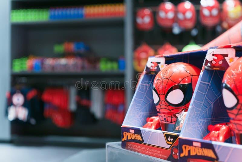 Bangkok, Tailandia - 11 de agosto de 2018 - juguetes del hombre araña que venden en el superstore de la experiencia de la maravil imagen de archivo libre de regalías