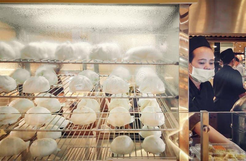 BANGKOK, TAILANDIA - 3 DE ENERO: Bollos cocidos al vapor diseñados chinos para foto de archivo
