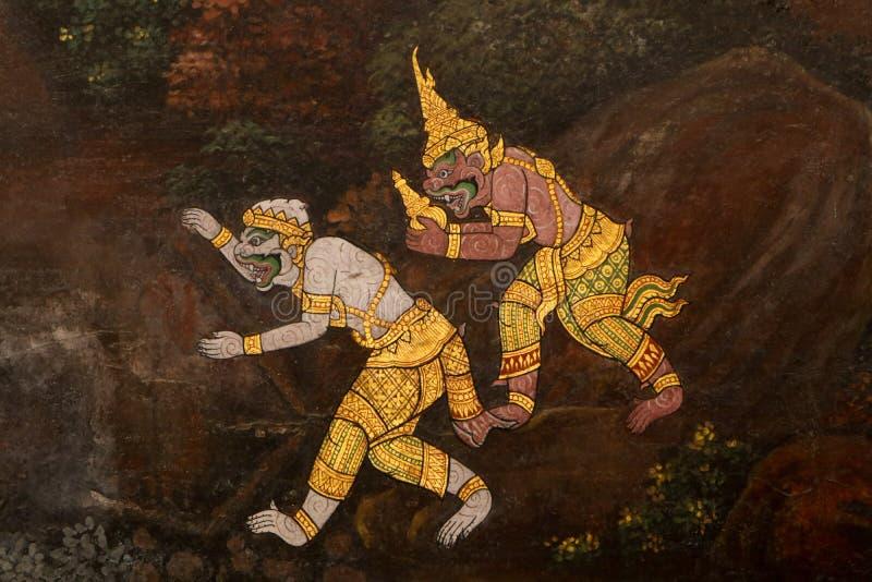 Bangkok, Tailandia - 18 de mayo de 2019: Las pinturas murales de Ramakian Ramayana a lo largo de las galerías del templo de Emera imagen de archivo