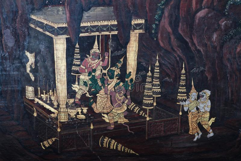Bangkok, Tailandia - 18 de mayo de 2019: Las pinturas murales de Ramakian Ramayana a lo largo de las galer?as del templo de Emera foto de archivo
