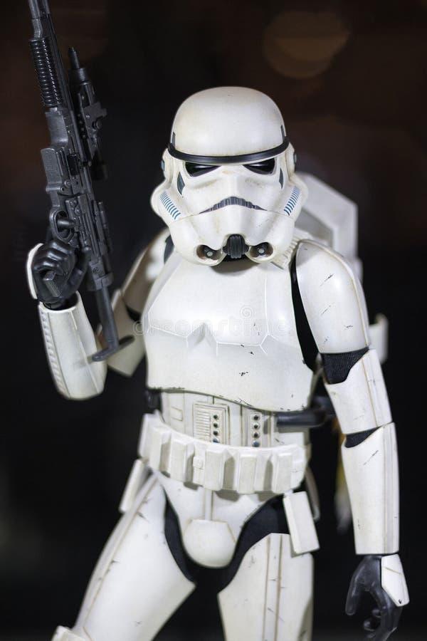 Bangkok, Tailandia - 6 de mayo de 2017: retrato tirado de Stormtrooper en película de las Guerras de las Galaxias en la exhibició fotografía de archivo libre de regalías