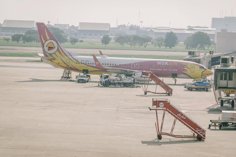 BANGKOK, TAILANDIA - 22 DE NOVIEMBRE: El avión de aire de la NOK aterrizó en Don Mueang International Airport el 22 de noviembre  fotos de archivo libres de regalías