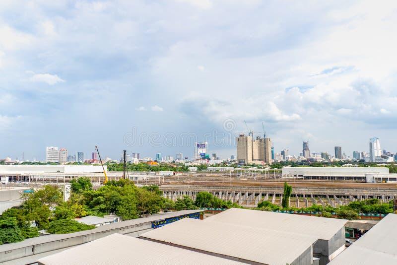 Bangkok, Tailandia - 13 de septiembre de 2018: Paisaje urbano de Bangkok en el área de Ratchada con del edificio y de la construc foto de archivo