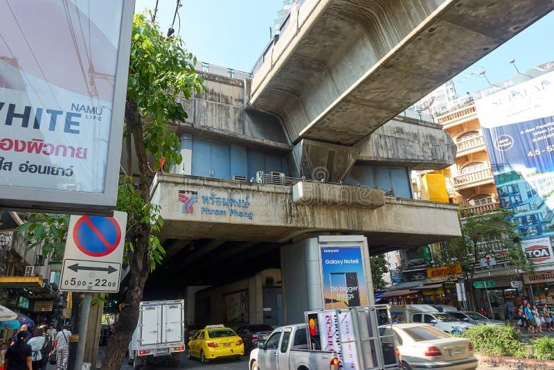 BANGKOK, TAILANDIA - 6 dicembre 2017: Area di Phrom Phong BTS immagini stock libere da diritti
