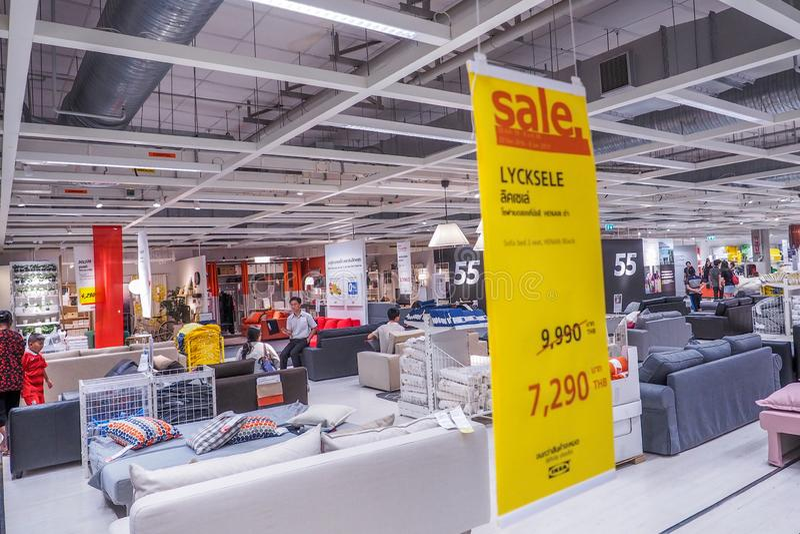 BANGKOK, TAILANDIA - 25 DICEMBRE 2016: Varietà di mobilia sulla vendita al deposito di Cheras IKEA IKEA è la più grande mobilia d fotografia stock libera da diritti