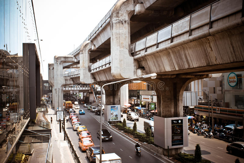 BANGKOK, TAILANDIA, el 28 de marzo de 2013 tren de cielo adentro imágenes de archivo libres de regalías