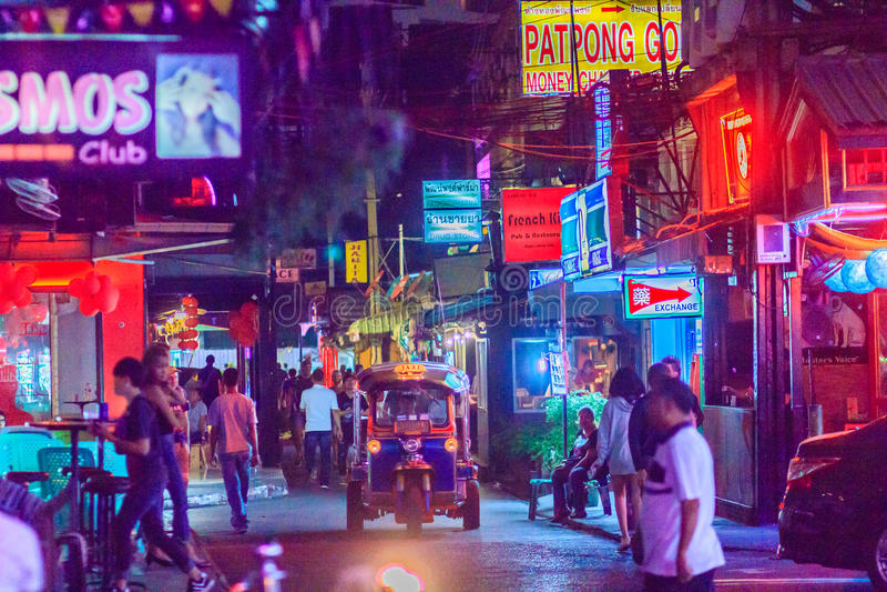 Bangkok, Tailandia - 29 gennaio 2017: Il turista ha visitato Patpong, i immagine stock