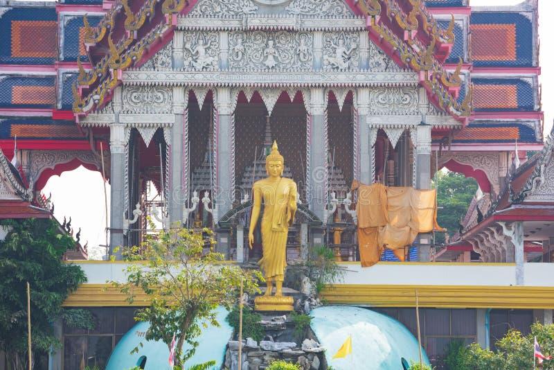 Bangkok, Tailandia - 20 gennaio 2016: Tempio del buddista lungo Chao Phra Ya River a Bangkok Una visita a Bangkok non sarebbe fotografia stock libera da diritti