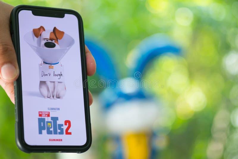 Bangkok, Tailandia - 2 giugno 2019: La durata segreta del logo di film degli animali domestici 2 sul telefono cellulare ? una com fotografia stock libera da diritti