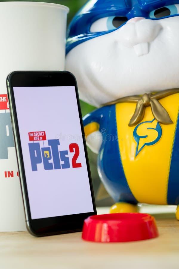 Bangkok, Tailandia - 2 giugno 2019: La durata segreta del logo di film degli animali domestici 2 sul telefono cellulare e sul gio immagini stock libere da diritti