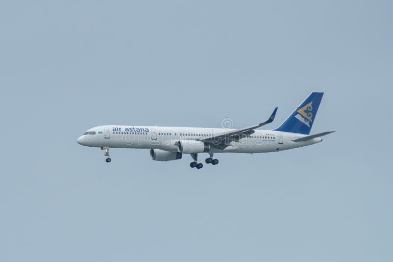 Bangkok, Tailandia, il 12 agosto 2018: Registro di Air Astana No P4-KCU B75 fotografie stock libere da diritti