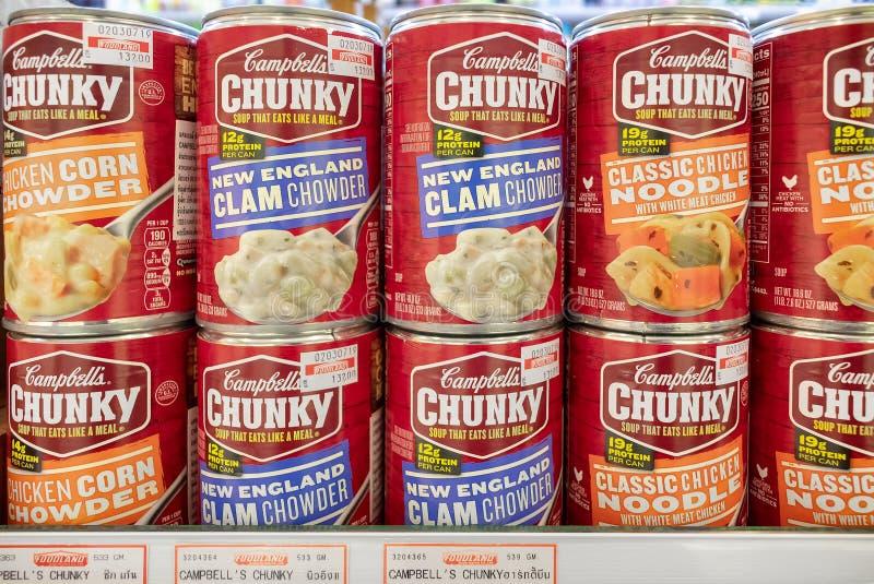 BANGKOK, TAILANDIA - 16 LUGLIO: La minestra inscatolata robusta di Campbell diventa disponibile in Foodland nel giardino di Victo immagine stock libera da diritti
