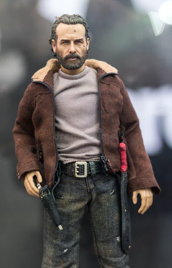 Bangkok, Tailandia - 6 maggio 2017: Il carattere dei giocattoli di Rick Grimes modella in serie di The Walking Dead su esposizion fotografia stock libera da diritti