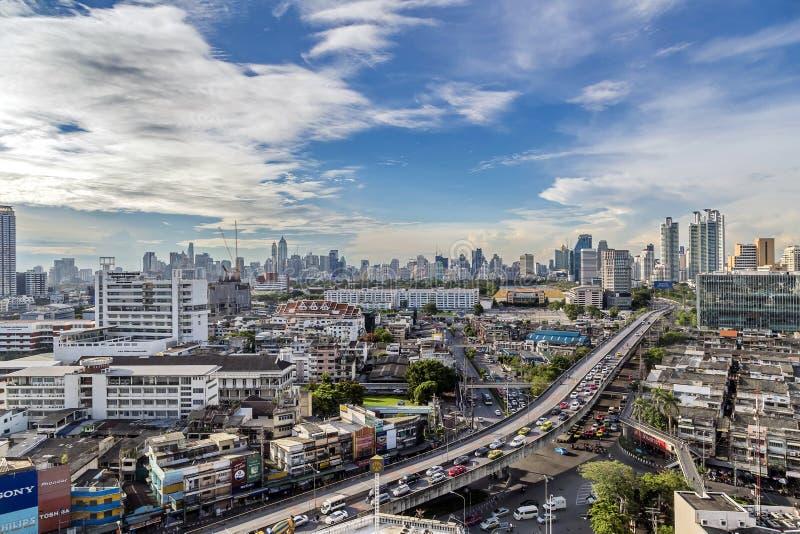 Bangkok, Tailandia - 15 maggio 2017: Settore commerciale nell'intersezione del Na Ranong 5 e nel modo preciso fotografia stock