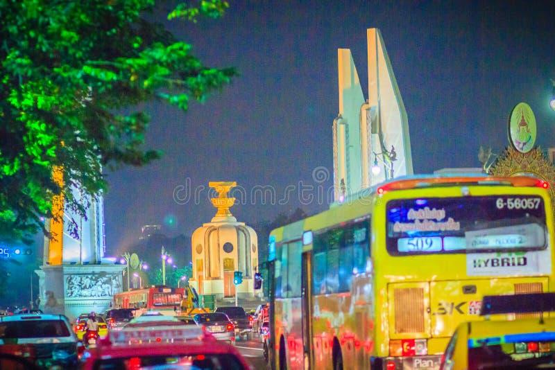Bangkok, Tailandia - 2 marzo 2017: Il monumento di democrazia a nig fotografie stock libere da diritti