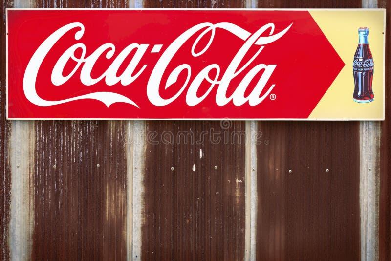 Bangkok, Tailandia - mayo 26,2018: Una muestra de publicidad del Coca-Co fotos de archivo libres de regalías