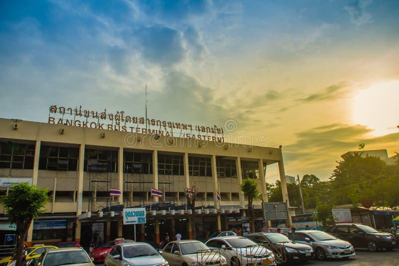 Bangkok, Tailandia - 4 novembre 2017: Autostazione di Ekkamai durante fotografia stock