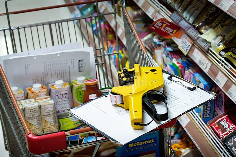 BANGKOK, TAILANDIA - 4 NOVEMBRE: Supermercato di Foodland in Victori immagini stock libere da diritti