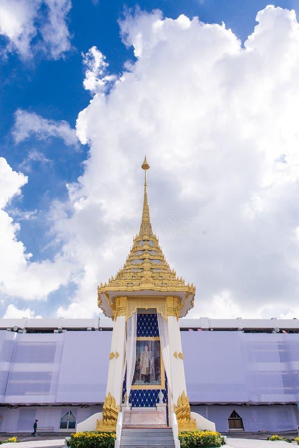 BANGKOK, TAILANDIA - OTTOBRE 23,2017: La derisione difabbricazione reale di cerimonia in preparazione del HM il re Bhumibol Aduly immagine stock libera da diritti