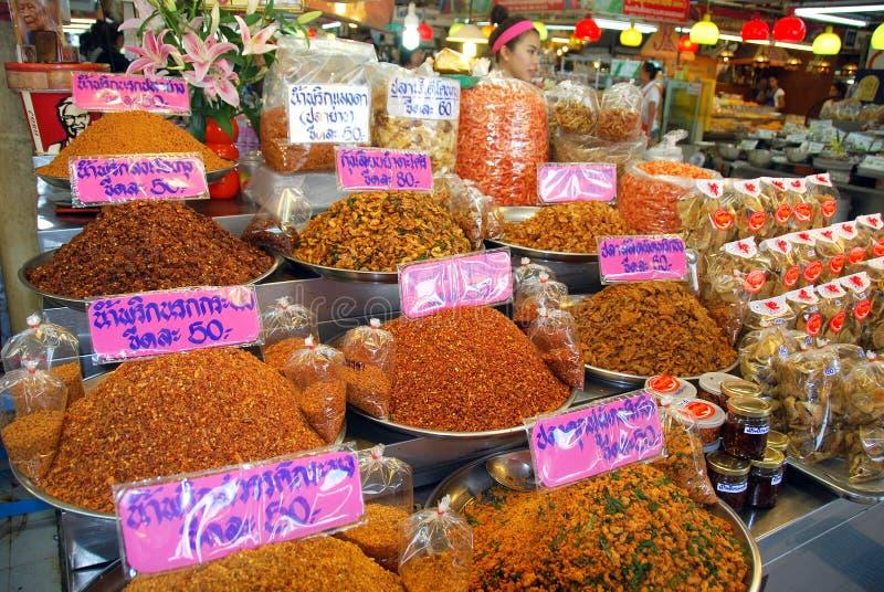 Bangkok, Tailandia: Productos del camarón en el mercado fotografía de archivo