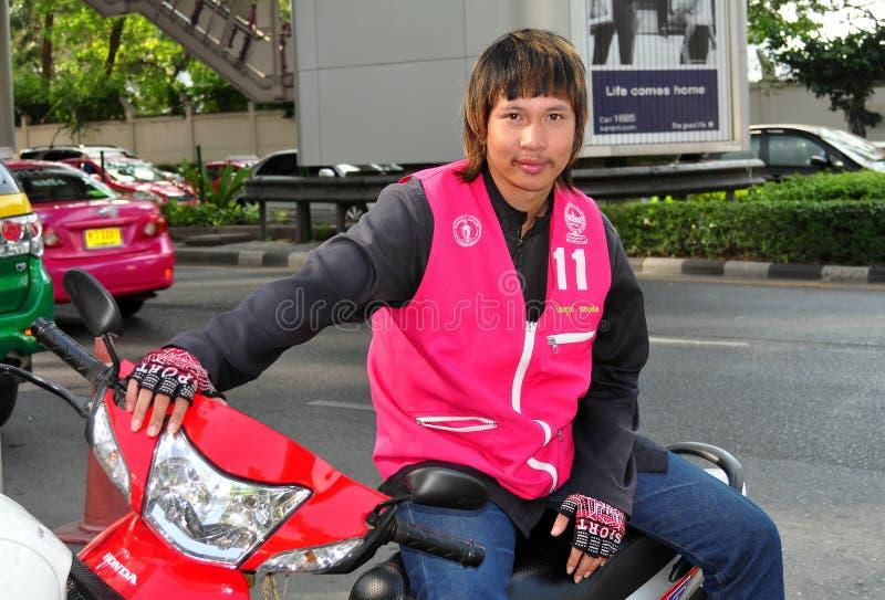 Bangkok, Tailandia: Programa piloto de motocicleta del taxi imágenes de archivo libres de regalías